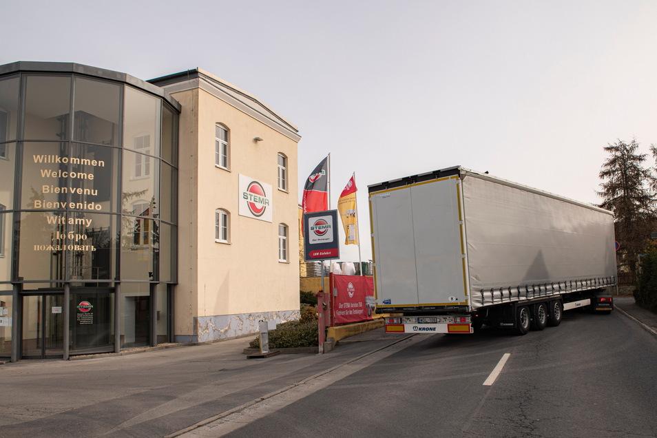 Die Stema Metallleichtbau GmbH an der Riesaer Straße in Großenhain schafft Platz durch den Abriss von vier Gebäuden.