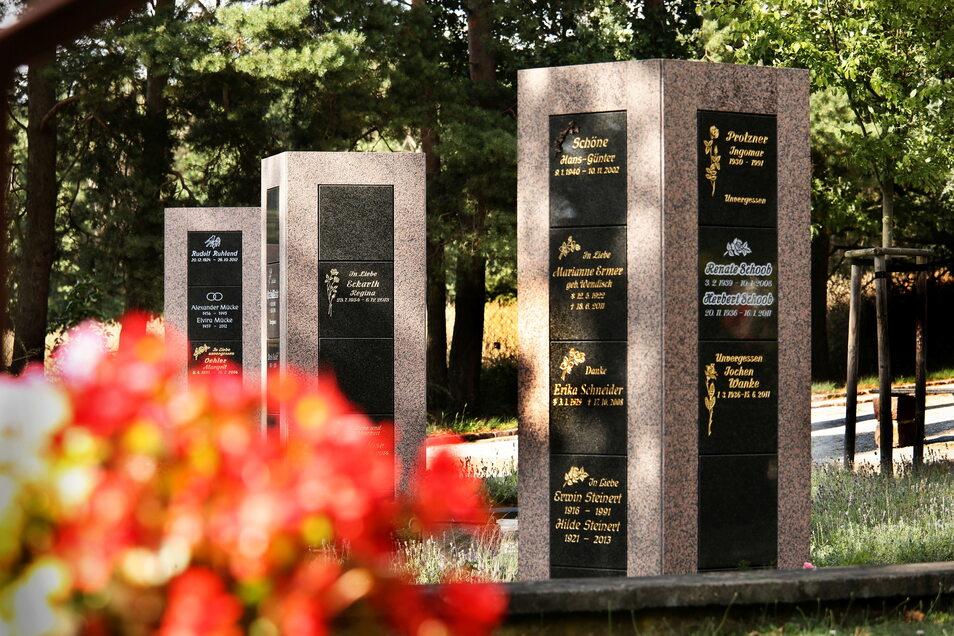 Vor sechs Jahren wurden diese Urnensäulen auf dem Nünchritzer Urnenfriedhof errichtet. Diese gibt es auch auf dem kommunalen Friedhof in Gröditz.