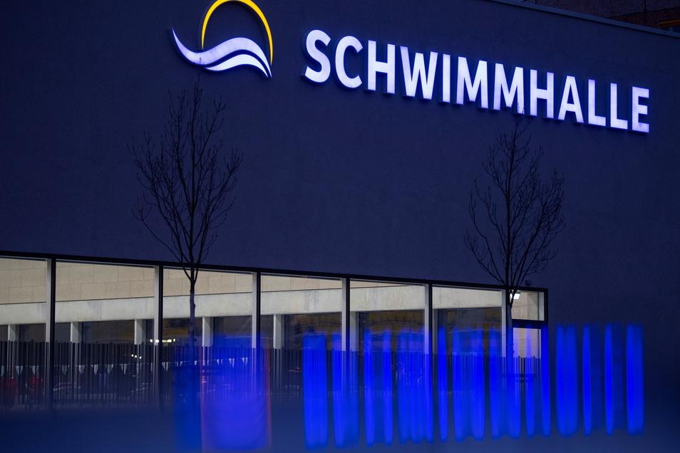 In die Schwimmhalle dürfen Dresdens Schwimmer noch nicht rein. Eine Perspektive, wann das anders werden könnte, fehlt in der aktuellen Corona-Schutzverordnung Sachsens.