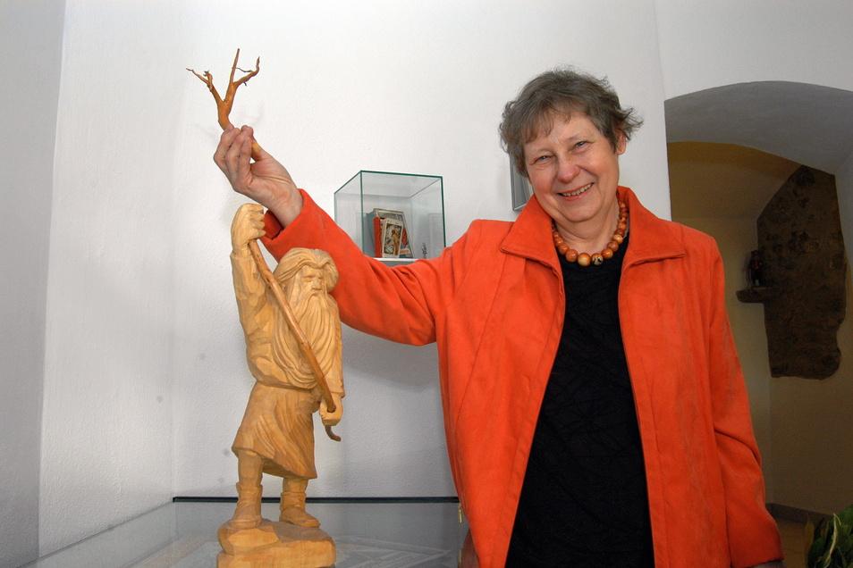 Das Bild zeigt Museumsgründerin Ingrid Vettin-Zahn bei der Eröffnung des Rübezahl-Museums in der Görlitzer Nonnenstraße im Mai 2005.