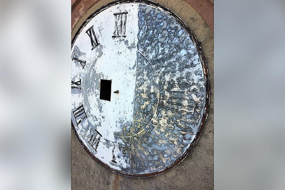 So sah das Ziffernblatt der Turmuhr vor der Sanierung aus.