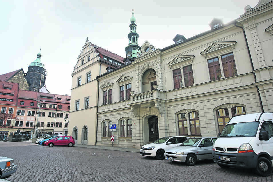 """Im Pirnaer Rathaus ist eine neue Ausstellung mit dem Titel """"Integrationsgeschichten"""" zu sehen."""