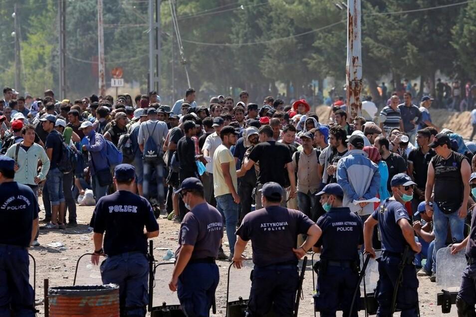 Flüchtlinge erreichen die Grenze zwischen Mazedonien und Griechenland.