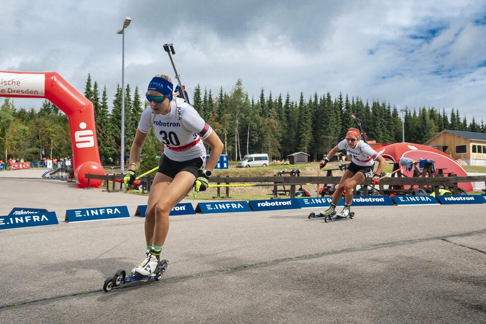 Auf Skirollern rasant durchs Hofmannsloch. Franziska Preuß wird beim Sprintrennen in Altenberg Dritte.