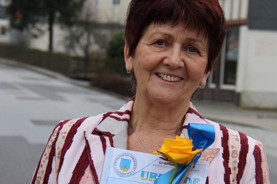 Jutta Keil hat eine Unterschriften-Aktion initiiert, die den Bautzener Stadträten zeigte, wie wichtig den Cunewaldern der Erhalt der Czorneboh-Baude ist.