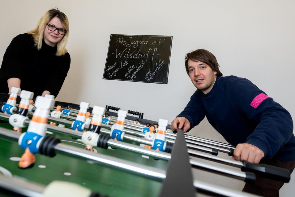 Carolin Pollack und Max Stürmer von Pro Jugend richten derzeit einen Jugendtreff auf der Meißner Straße 3 in Wilsdruff ein.