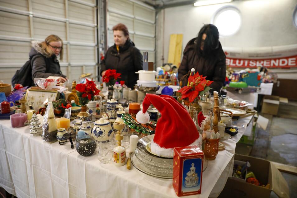 Seit 12 Jahren veranstaltet die DRK-Kleiderkammer einen Weihnachtsmarkt. Dazu gehört auch ein Trödelmarkt.