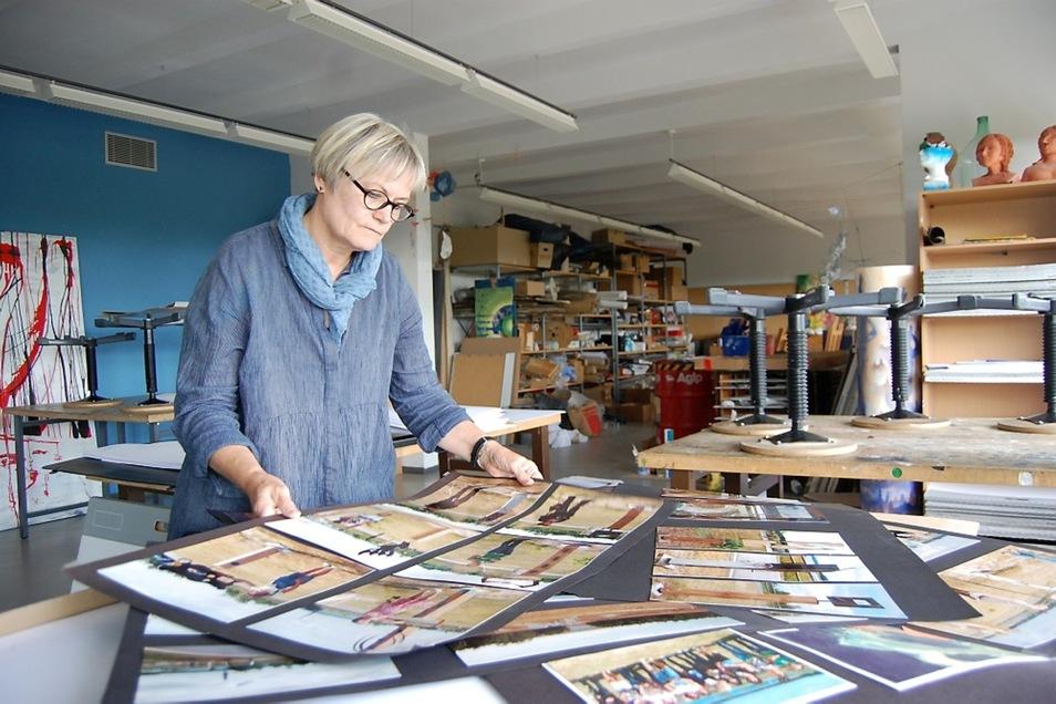 Ines Lenke hat rein formal die Rente erreicht, wird aber weiter künstlerisch tätig sein. Doch zunächst muss im Atelier im Gymnasium das Lager aufgeräumt werden.