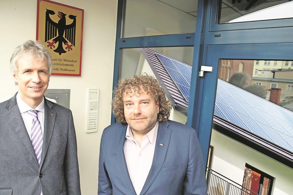 BAFA-Präsident Safarik (li.) und OB Pötzsch vor der Außenstelle Weißwasser.