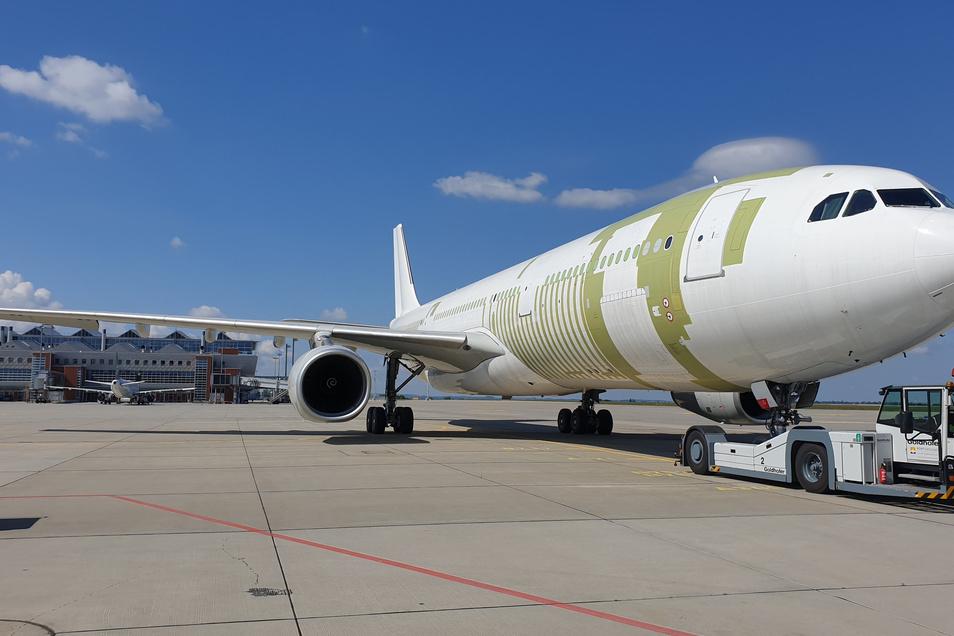 Dieses Flugzeug A330 wurde in Klotzsche umgebaut und kann nun deutlich mehr transportieren.