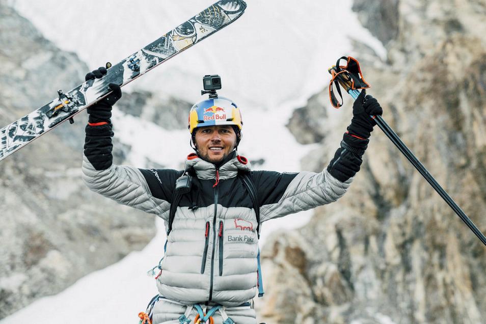 Geschafft: Andrzej Bargiel ist als erster Mensch auf Skiern vom schwierigsten Berg der Erde runtergerast.