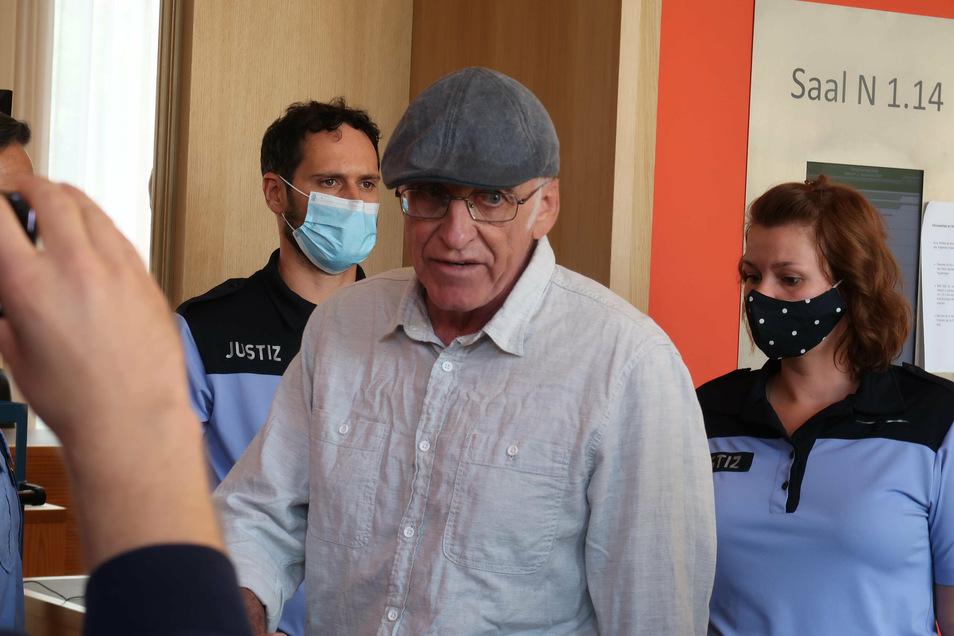Holocaust-Leugner Gerhard Ittner erklärt sich auch am zweiten Prozesstag nach drei Stunden für nicht mehr verhandlungsfähig.