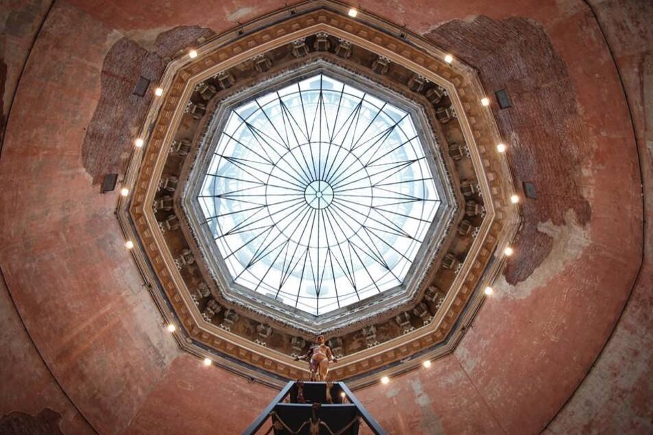Blick in die Glaskuppel des Oktogons. Die Zitronenpresse bildet ein Wahrzeichen der Kunsthochschule an der Brühlschen Terrasse.