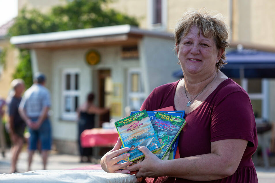 Betreut selbst eine Bücherei und hat auch die zuhause ausgeräumt: Manuela Zmmermann.