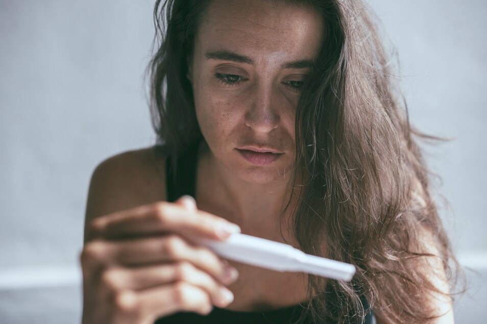 Es gibt Situationen, in denen ein positiver Schwangerschaftstest keinen Jubel auslöst.