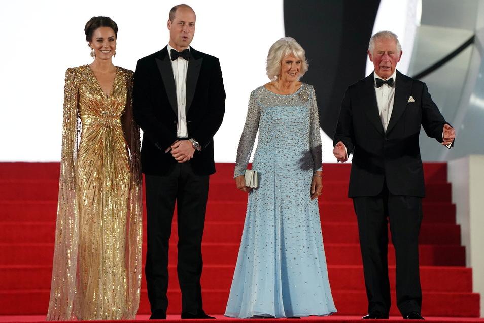 Der britische Prinz William (l-r), Herzog von Cambridge, seine Ehefrau Kate, Herzogin von Cambridge, Camilla, Herzogin von Cornwall, und ihr Ehemann, der britische Prinz Charles (l), Prinz von Wales
