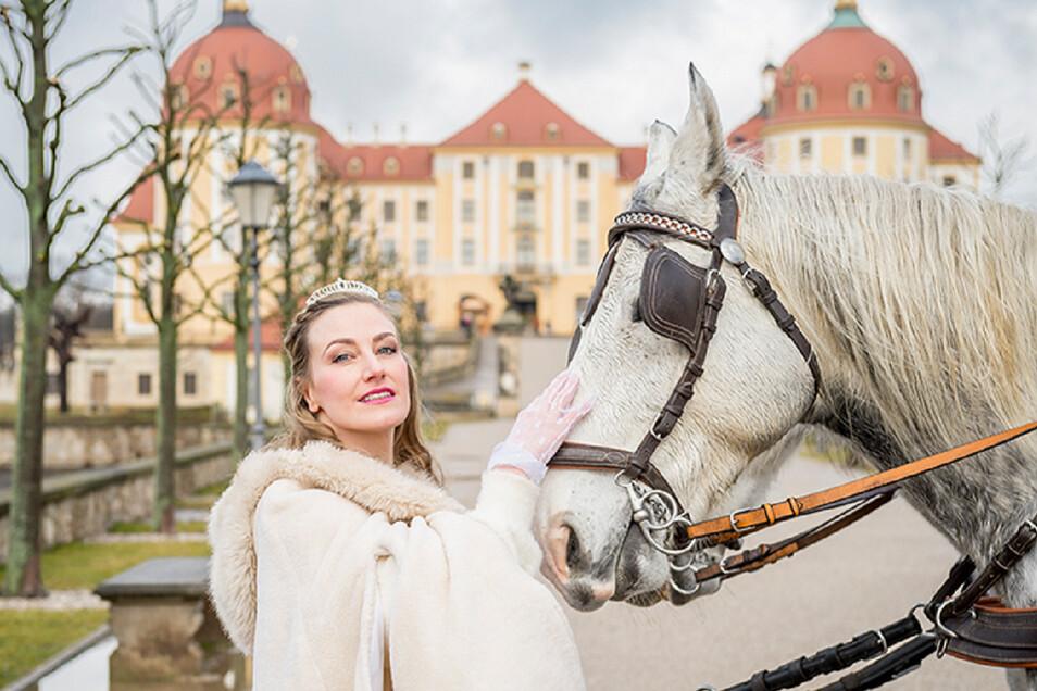 Zurück als Musical - Aschenbrödel vor Schloss Moritzburg.