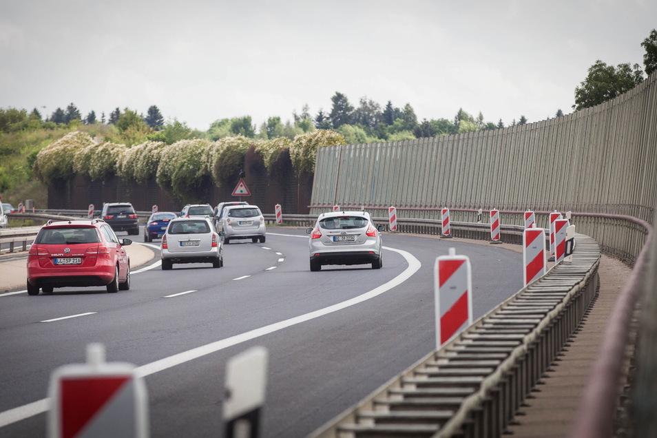 Auf der A4 in Dresden ist am Sonntagabend ein Mann über die Autobahn spaziert.