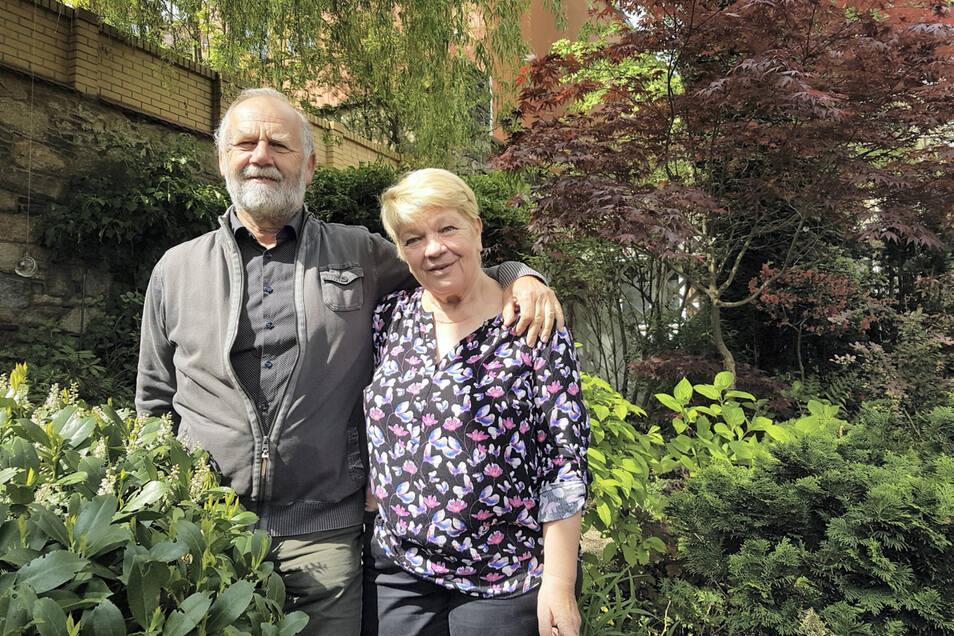 Sieglinde (69) und Günter (71) Tschentscher gärtnern aus einem Ur-Instinkt heraus und weil es sie mit Leben und Freude erfüllt. Auf 250 Quadratmetern liegt ihnen einer der schönsten Stadtgärten von Kamenz zu Füßen