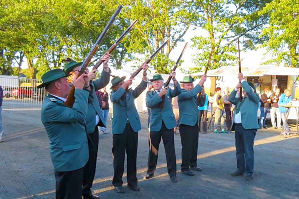 Salutschüsse zur Eröffnung durch die Schützengesellschaft Eibau e.V. Foto: PR