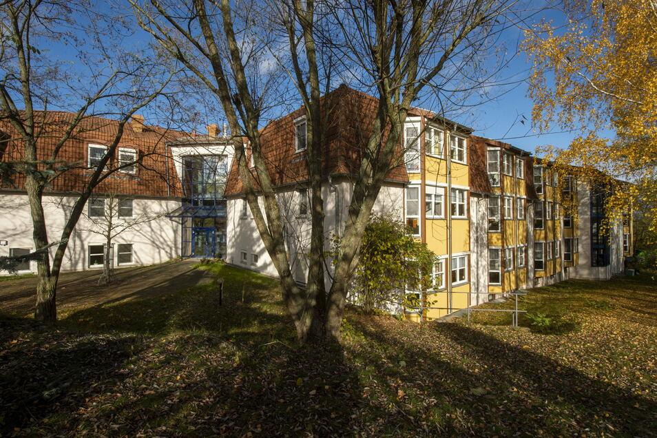 Das Diakonie-Altenpflegeheim Friedenshöhe sorgt in Radeburg für einen Großteil der positiven Corona-Tests.