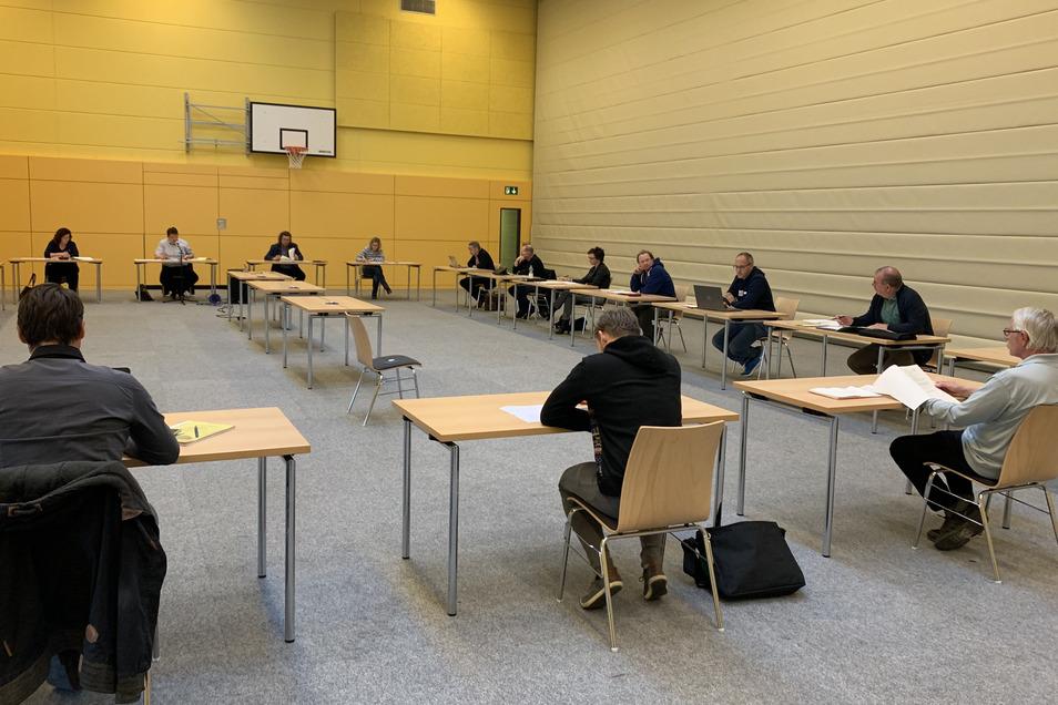 Der Stadtrat in Hartha tagte am Montag mit erhöhten Schutzmaßnahmen in der Hartharena.