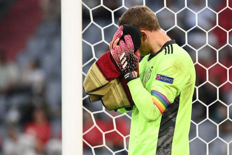Eine Kapitänsbinde in Regenbogenfarben reiche als Zeichen gegen Homophobie nicht mehr aus, meint der ARD-Journalist Georg Restler.