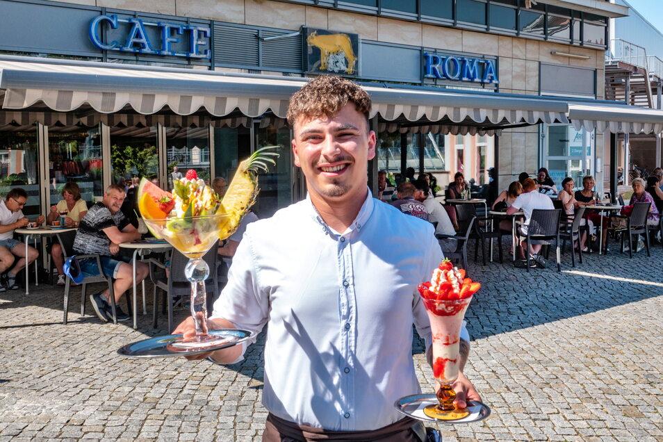 Peter Ludwig serviert bereits im dritten Jahr in Folge Eis im Café Roma.