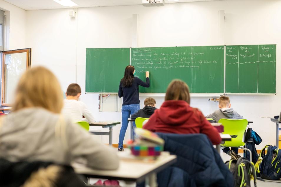 Der Präsenzunterricht findet in Sachsen nur mit Maske und Tests statt.