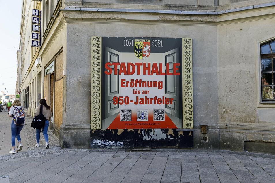 Die Hoffnung des Fördervereins der Stadthalle auf einen Eröffnungstermin 2021 hat sich zerschlagen. Es wird Zeit, von diesem Traum Abstand zu nehmen und auch das Graffiti auf der Berliner Straße neu zu gestalten.