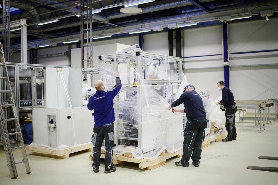 Im alten Solarworld-Werk in Freiberg baut Meyer Burger eine Fertigung mit neuer Technik auf. Mitte Dezember kam die erste Maschine an.