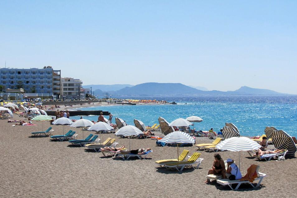 Sonnenbaden auf Rhodos: Griechenland dürfte im Sommer ein gefragtestes Reiseziel im Ausland sein.