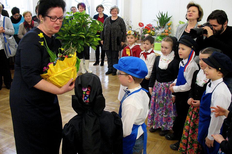 2016 bestand der Sorbische Schulverein 25 Jahre. Eine Zusammenkunft und Feier wie die damalige, hier ins Bild gesetzte, wird es corona-bedingt diesmal, 2021, zum 30-jährigen Bestehen des Vereins, wohl nicht geben können.