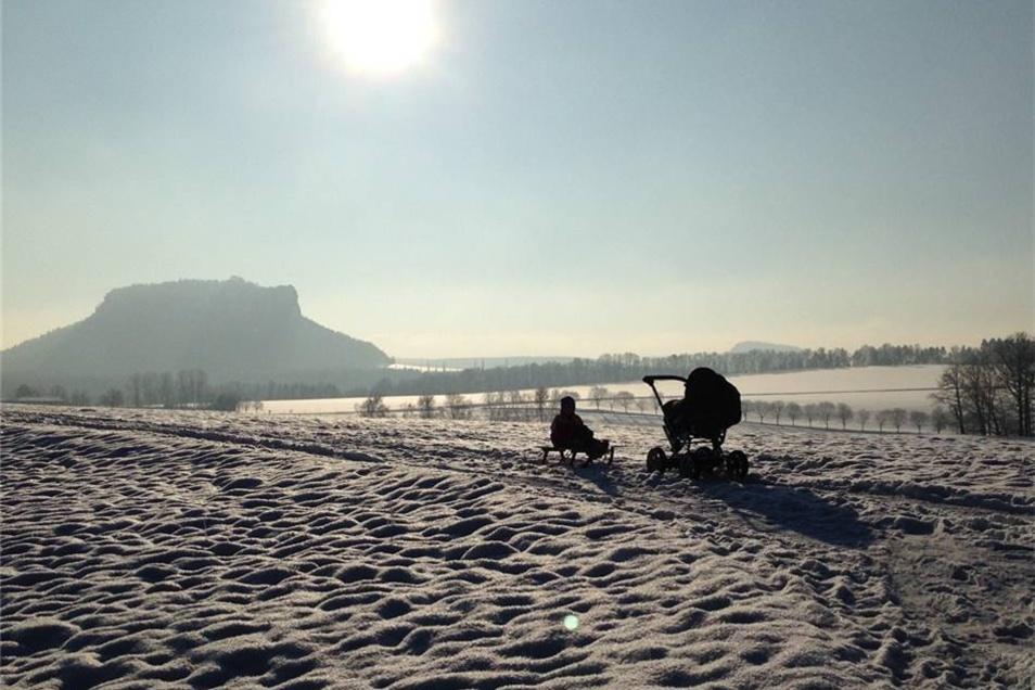 Weissig. Den Blick vom Rauenstein auf den Lilienstein hat Susann Göhler  aus Weissig festgehalten. Eine Landschaft mit Schneemeer.