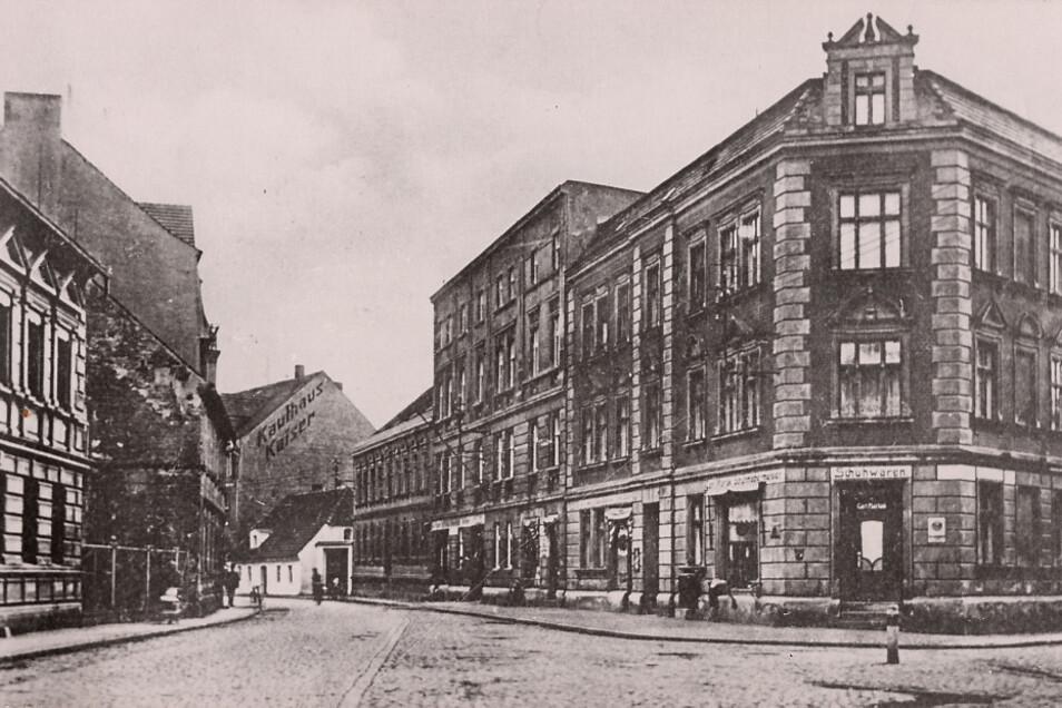 Blick in die Bahnhofstraße vom Fünfarmigen Knoten aus. Im preußischen Hoyerswerda setzte man zur vorletzten Jahrhundertwende auf Großstadtarchitektur.