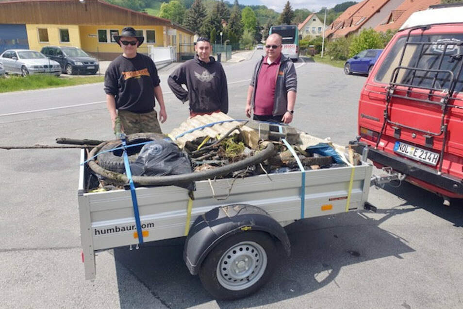Die Ausbeute des Angelvereins nach dem Arbeitseinsatz in der Mandau.