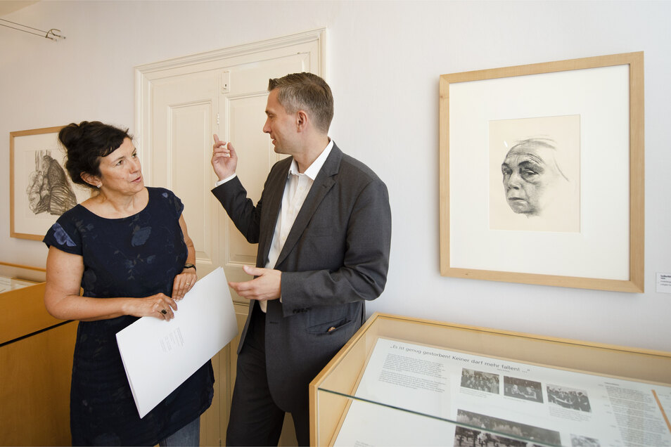 Hatte am Montagmorgen Besuch im Käthe-Kollwitz-Haus  – Leiterin Sabine Hänisch. Der Moritzburger Martin Dulig brachte auf dem Weg zur Arbeit in Dresden Fördermittel aus dem Kultusministerium vorbei.