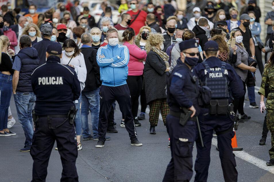 Hunderte waren auf beiden Seiten der Grenze zum Protest auf den Beinen. Dazwischen: die polnische Polizei.