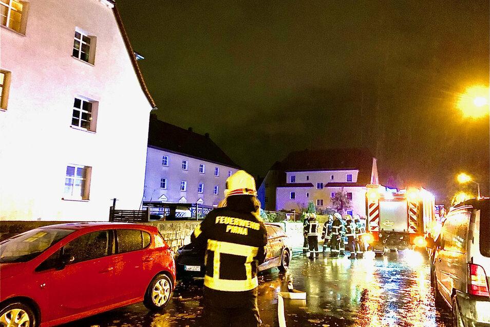 Feuerwehreinsatz in Pirna-Copitz. Die betagte Bewohnerin wurde dem Rettungsdienst vorgestellt.