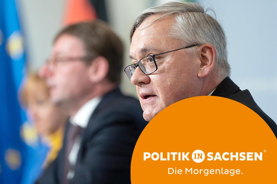 Sachsens Verfassungsschutzchef Dirk-Martin Christian (r.), und Innenminister Roland Wöller haben am Dienstag den neuen Verfassungsschutzbericht vorgestellt.