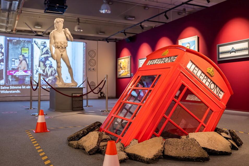 """Blick in die Ausstellung """"The Mystery of Banksy"""", die vom 17. September 2021 bis 9.Januar 2022 in der Dresdner Zeitenströmung zu sehen ist."""