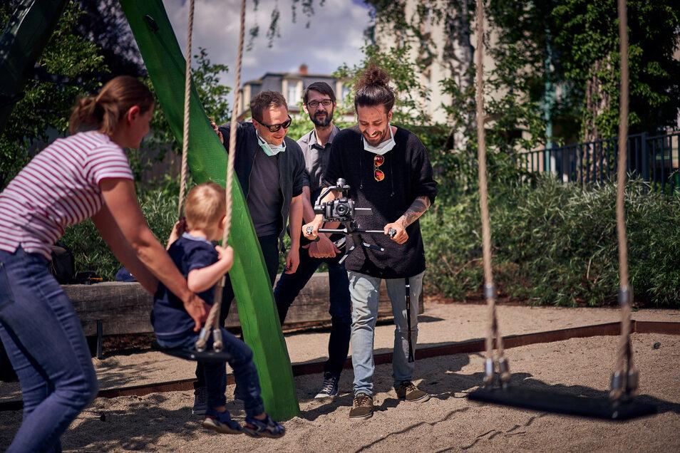 Beim Videodreh auf einem Radebeuler Spielplatz.