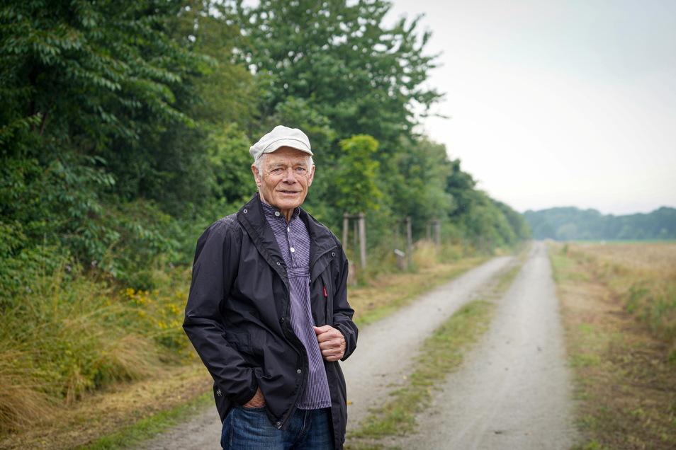 Hans-Georg Graf setzt sich seit vielen Jahren für grüne Verbindungen zwischen den Orten ein. Sein jüngster Erfolg ist die Allee der Bäume des Jahres zwischen Brösa und Spreewiese.