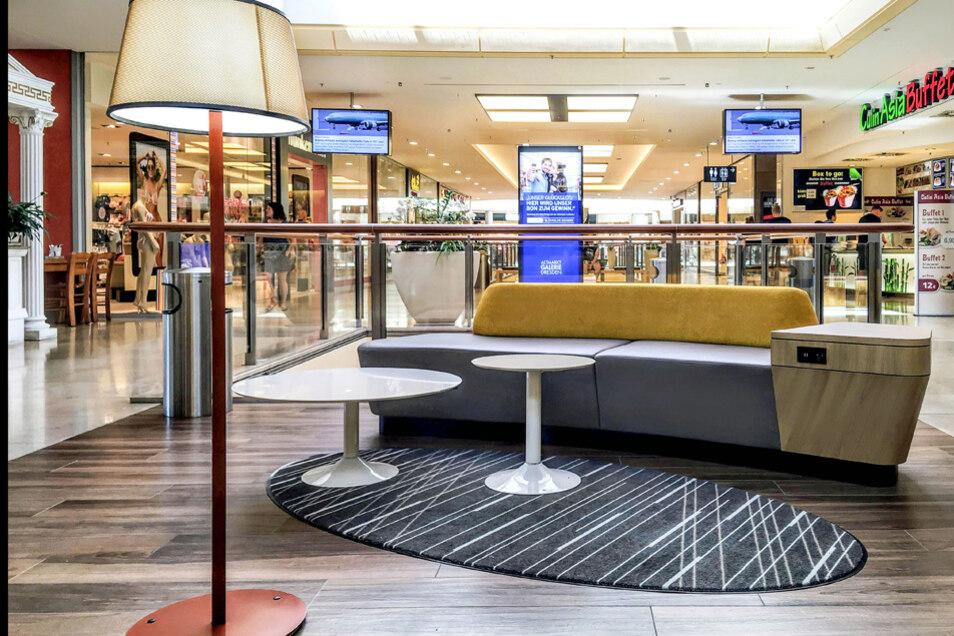 Zwei Lounge Areas bieten Platz zur Erholung während der Shoppingtour durch die Altmarkt-Galerie Dresden.