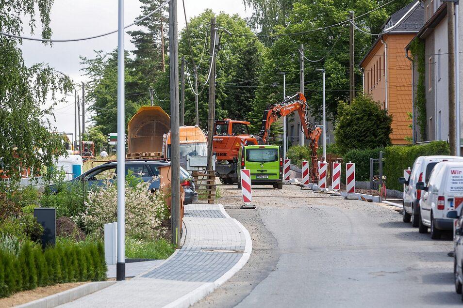 Die Bauarbeiten an der Possendorfer Straße in Oelsa verzögern sich.