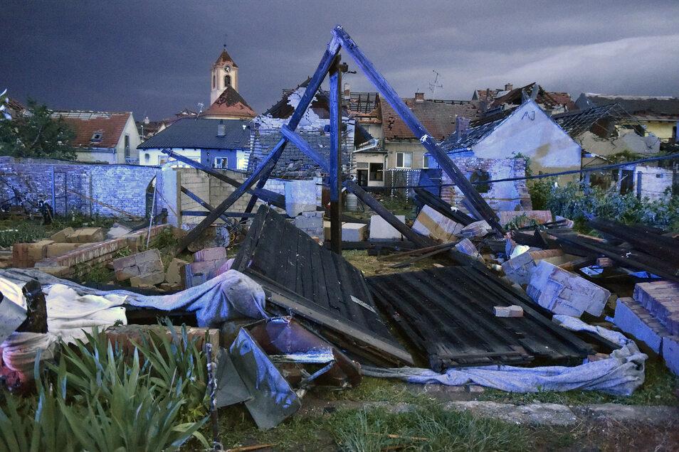 Den ganzen Abend über und bis in die Nacht hinein waren schwere Gewitter durch Südmähren gezogen.