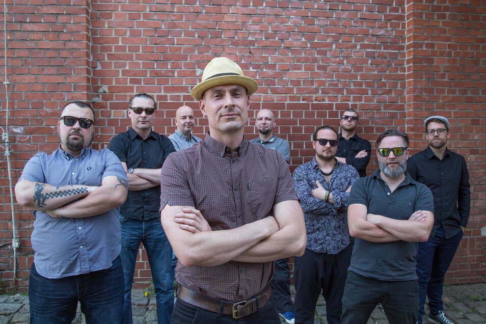 Die Görlitzer Ska-Band Yellow Cap mit Frontmann Kay Natusch (Bildmitte) kann wegen der Corona-Pandemie aktuell nicht live auftreten.
