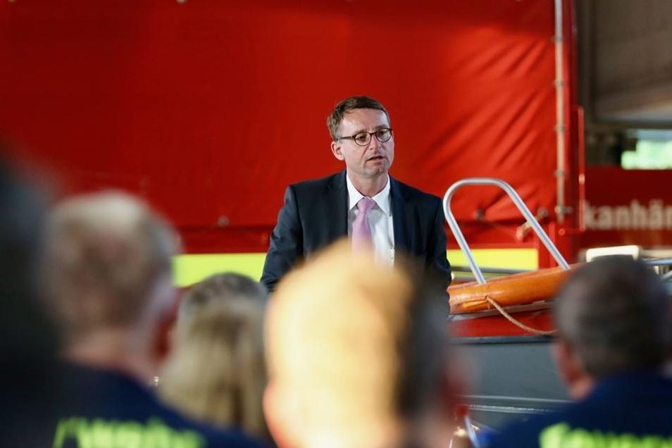 """""""Sicherheit gewährleisten, den Rechtsstaat durchsetzen und Zusammenhalt fördern"""", so beschreibt Innenminister Roland Wöller den Dreiklang von Innenpolitik, wie er ihn sich vorstellt. In Radebeul diskutierte er am 22. Mai mit Kameradinnen und Kameraden der"""