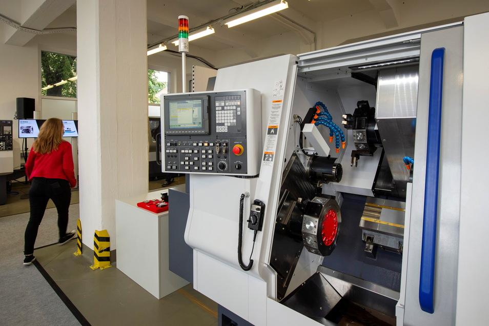 Nicht nur eine Drehmaschine ist im Ausstellungsraum in Radebeul ausfgebaut.