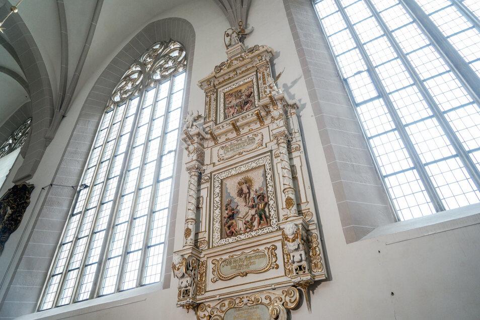 Nun ist das knapp 400 Jahre alte Denkmal aus Holz wieder vollständig. Auch der Verkündigungsengel befindet sich wieder ganz oben auf seinem Platz.